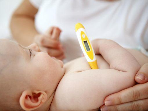 bebe fievre causes