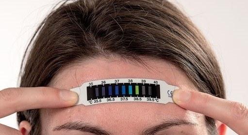 utiliser thermometre frontal cristaux liquide